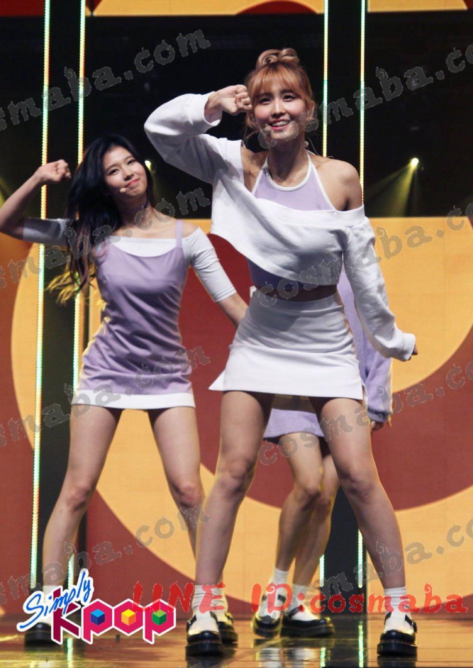 TWICE idol room ステージ衣装