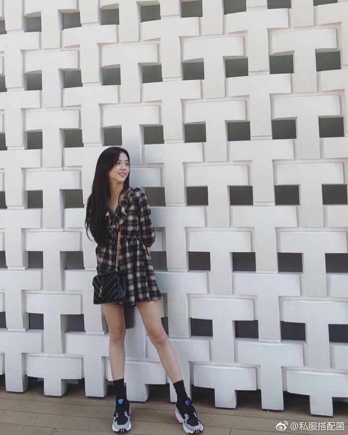blackpink lisa blackpink jisoo ジス ブラックピンク私服 演出服